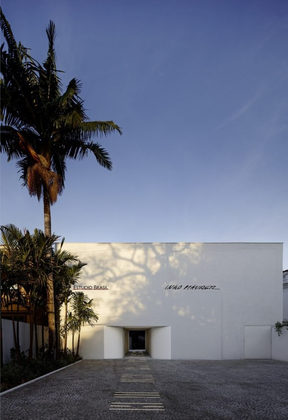 estudiobrasil_outside-entrancei_s